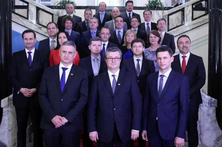 Vlada_zajednicka fotka