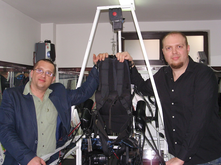 András Kapy, Dorin Hirte and their invention (courtesy of Axosuits)