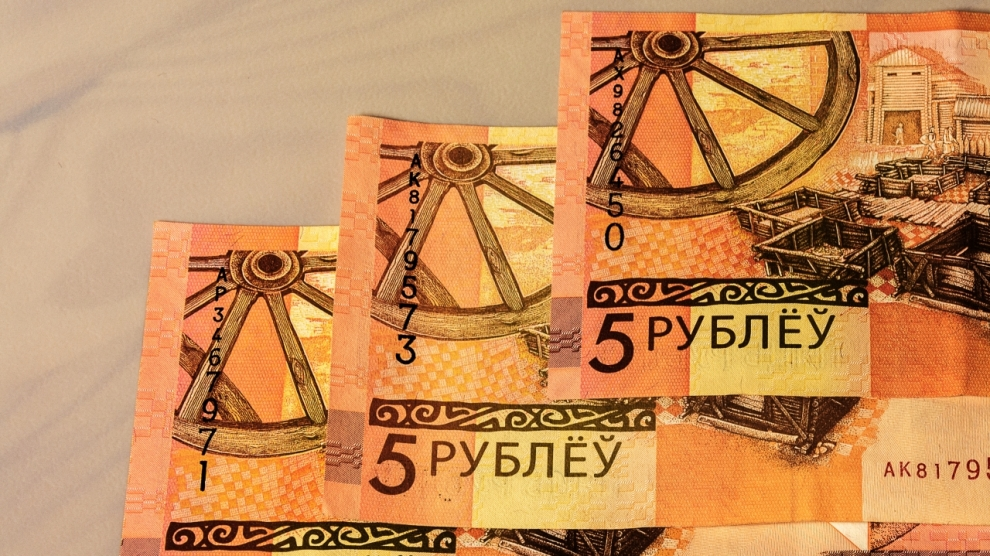 Image of the banknotes of new Belarusian banknotes five rubles put into circulation July 1 2016