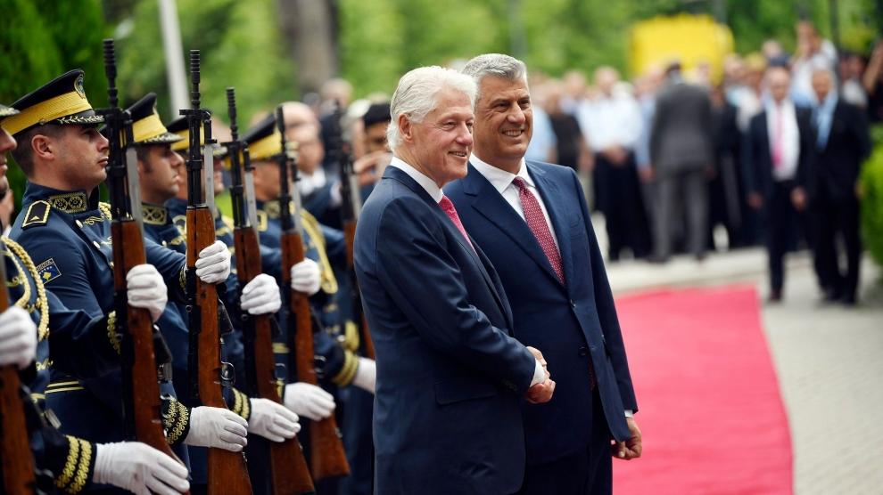 Kosovo honours Bill Clinton - Emerging Europe | Intelligence ...