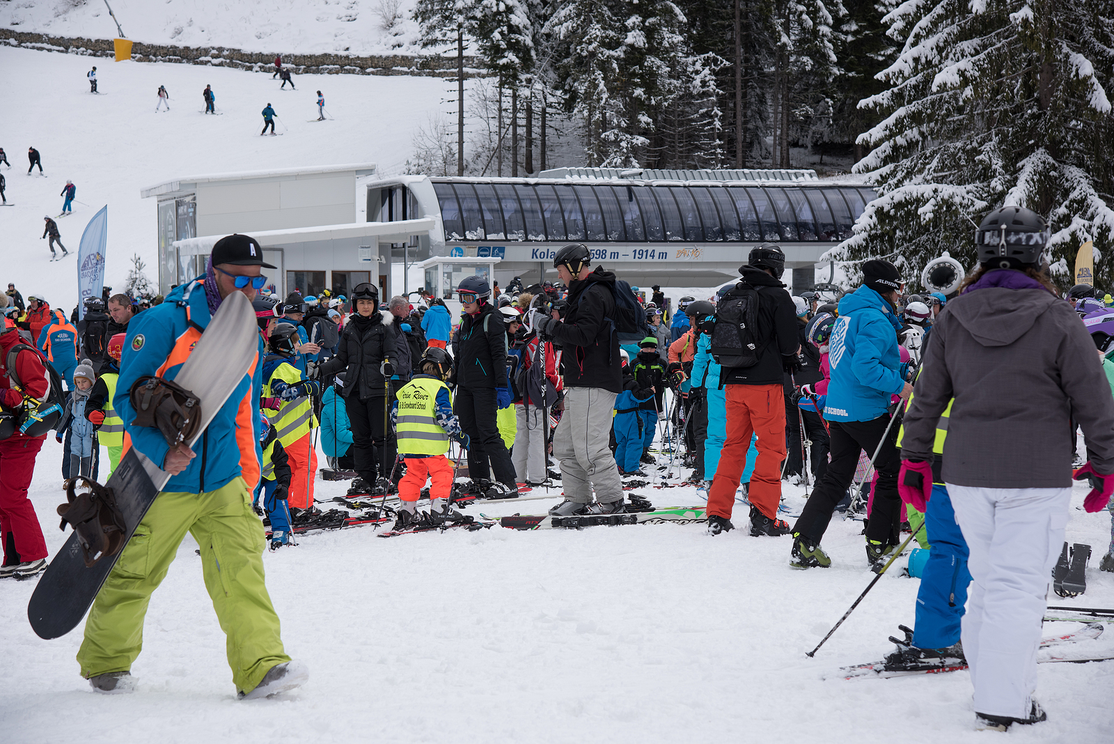 Crowds as Bansko, a Bulgarian ski resort