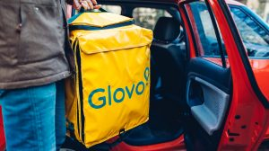 A Glovo delivery driver in Lviv, Ukraine